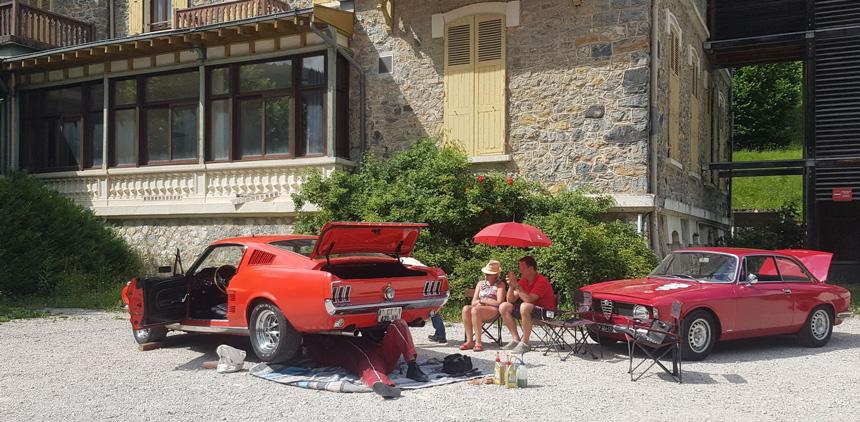 Réparation de voitures anciennes en plein-air